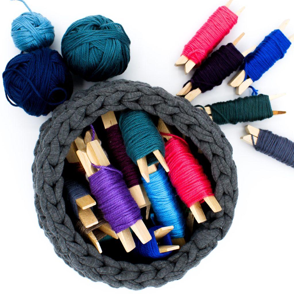 Körbe aus Textilgarn häkeln für Anfänger. Kostenlose Häkelanleitung von Frau Line.
