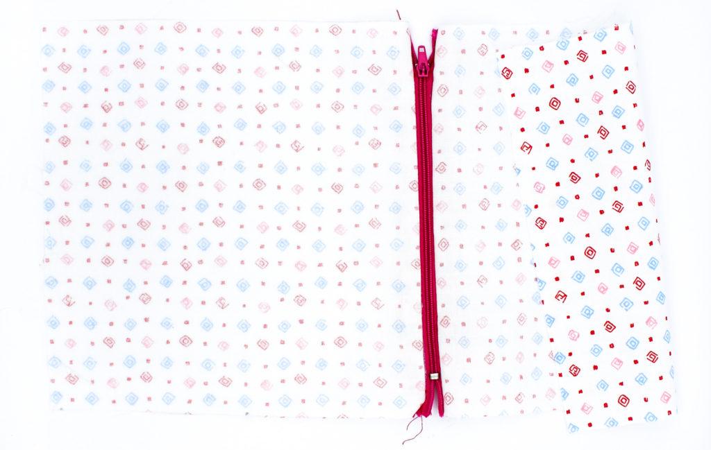 Innenfutter rundherum feststecken Kostenlose Häkelanleitung Intarsienhäkeln Wafisch.JPEG