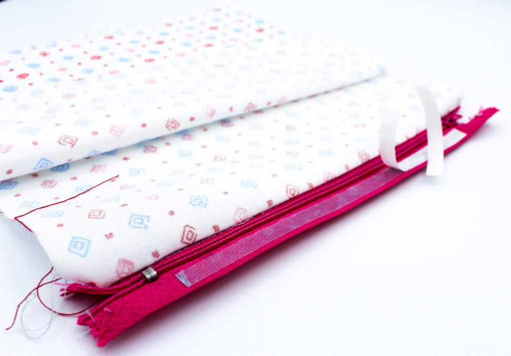 Stoffklebeband verwenden Kostenlose Anleitung Tasche häkeln Innenfutter mit Reißverschluss nähen