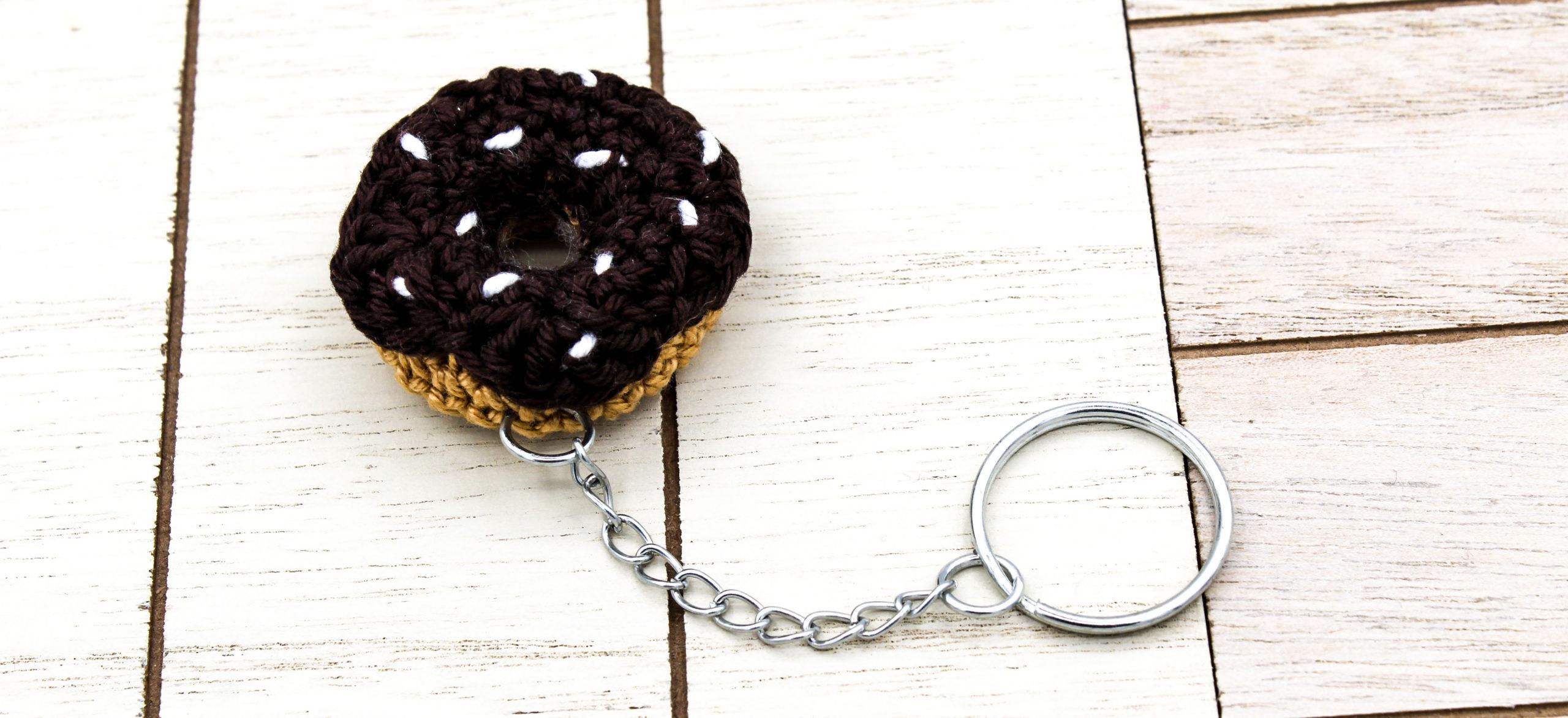 Gratisanleitung gehäkelte mini Amigurumi Donut Schlüsselanhänger