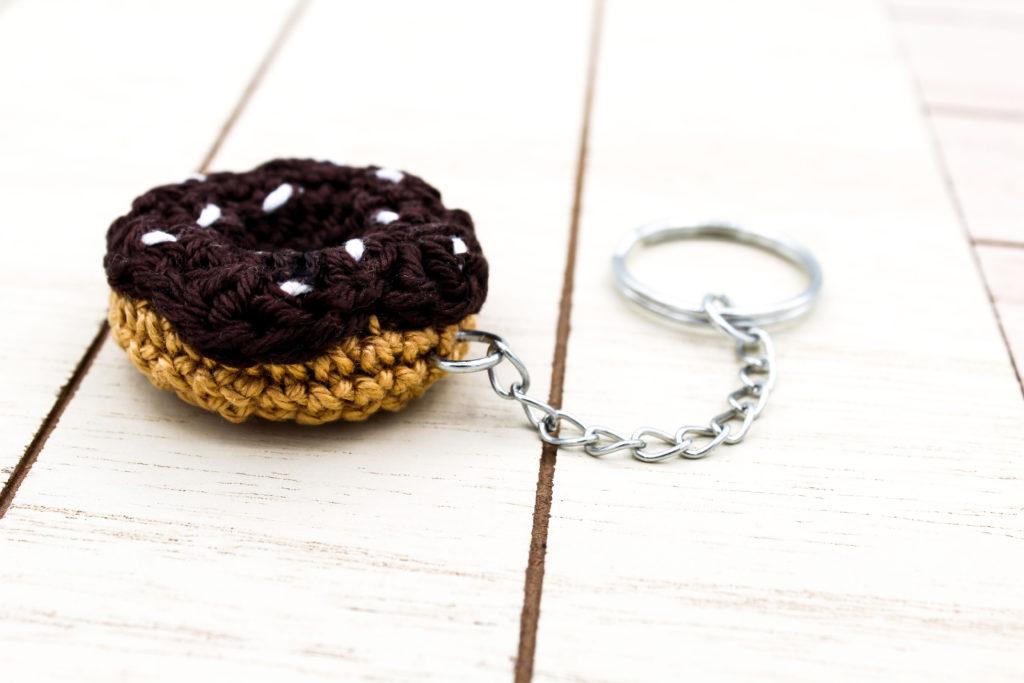 Kostenlose Häkelanleitung Mini Amigurumi Donut Schlüsselanhänger