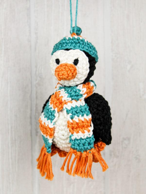 Frau Line Häkelanleitung Weihnachtsbaumkugel Pinguin Amigurumi