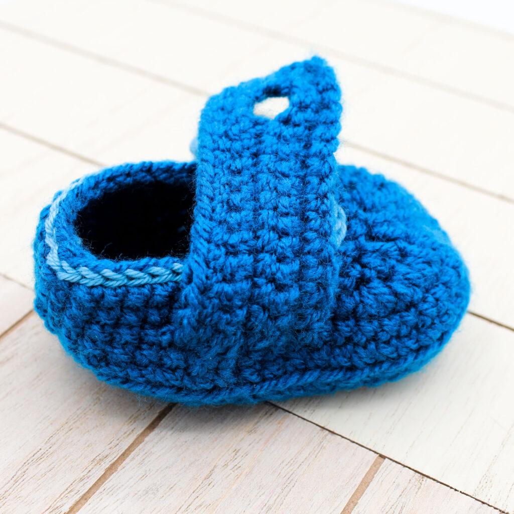 Frau Line Kostenlose Häkelanleitung Babyschuhe mit Knopf