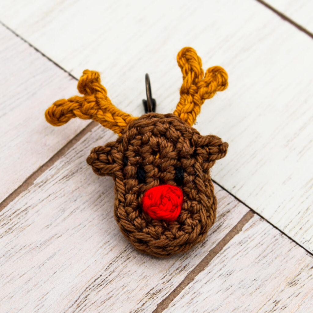 Gratisanleitung gehäkelte Weihnachten Ohrringe Rentier
